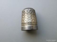 Ap 419 - Érdekes ezüstözött gyűszű régi antik