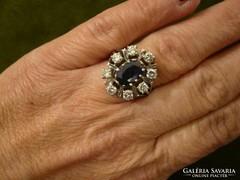 Brilles-zafíros hatalmas modern fehér arany gyűrű