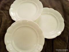Zsolnay porcelán parasztányér, vastag fehér lapos tányér