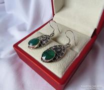 Gyönyörű, kézműves ezüst fülbevaló zöld ékkövekkel