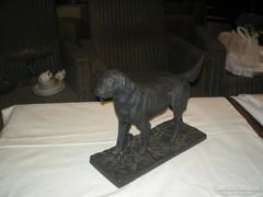 Kutya öntött vasból