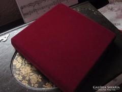 100 ft-ról! Vörös bársony doboz, jól záródó ékszerdoboz