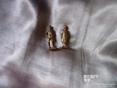 Híres harcosok réz figurái