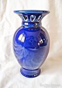 Kék porcelán váza