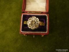 Gyémántos antik margaréta gyűrű
