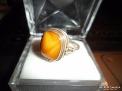 Ezüst gyűrű / vajborostyán