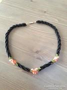 Fekete gyöngy és korall fonatos nyaklánc