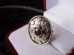 Egyedi gránát köves ezüst gyűrű - 1,8 cm
