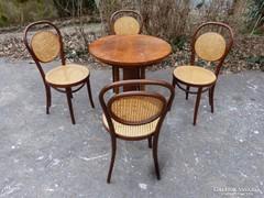 4db. Thonet szék, asztal