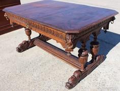 Reneszánsz stílusú,dúsan faragott asztal,íróasztal !