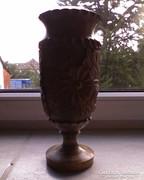 Fából faragott váza