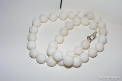 Korall gyöngysor, klasszikus, fehér, gyönyörű. 1,2 cm