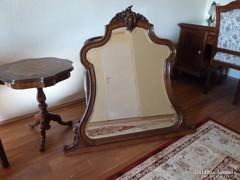 Nagyon szép barokk tükör, állítólag Karádi Kataliné is volt,