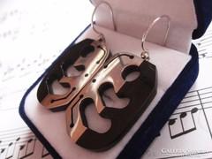 Modern ébenfa és ezüst fülbevaló kombináció