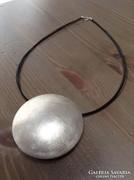 Különleges nyaklánc hatalmas ezüst medállal