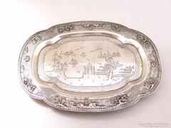 Gazdagon díszített vietnámi ezüstözött kínáló tál.