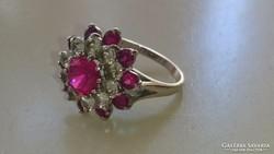 Arany,( fehérarany) 14 karátos gyűrű valódi Rubinokkal.