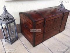 Antik bútor, politúros utazó láda 41.