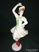 Hollóházi csárdás királynő porcelán figura zöld-sárga festés