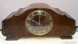 Gyönyörű kandalló óra