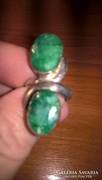 Hatalmas fejrészű, fazettált smaragd köves ezüst gyűrű