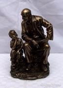 Nagypapa az unokával szobor