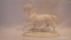 Fehér ló szobor