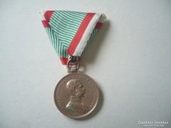 Bronz  Kitüntetés mellszalaggal  Osztrák ritka