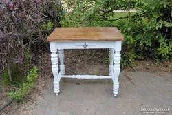 Vintage provence faragott lábú asztal