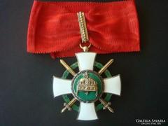 Szent korona rend kardos középkereszt