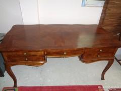 Nagyméretű íróasztal