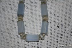 Opálos színű csiszolt üveg nyaklánc