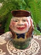 Figurális porcelán kancsó