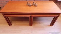 Egymásba tolható 3 db Retro asztalok, jó állapotban