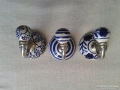 Porcelán akasztó