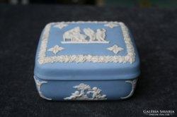 Wedgwood porcelán doboz puttókkal
