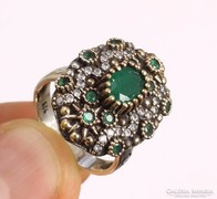 Smaragdköves ezüst gyűrű