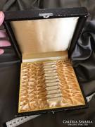 Ezüst eccájg,evőeszköz tároló doboz kígyó mintás selyemmel
