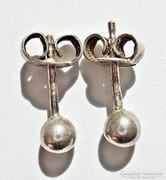 Gömbös ezüst fülbevaló