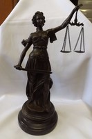 Justitia bronz szobor