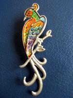 Nagyon színes, madár alakú bross, kitűző