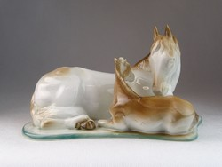 0M886 Hibátlan porcelán ló és csikó szobor