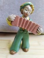 Harmonikás kerámia figura