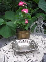 Fém kínáló asztali dísz