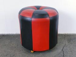0E670 Régi retro piros-fekete műbőr puff