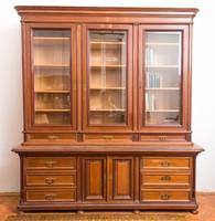 Gyönyörű régi tálaló szekrény