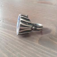 Tűzzománccal díszített iparművészeti gyűrű