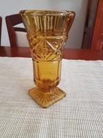 Borostyán színű üveg váza