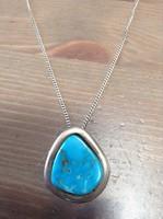 Ezüst nyaklánc ezüst medállal türkiz kővel