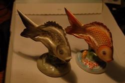 """Porcelán hal figurák. Kézzel festett """"Budapest"""" pecséttel. Az ár a kettő együttes ára."""